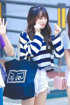 𝚏𝚘𝚕𝚕𝚘𝚠 𝚖𝚎 𝚏𝚘𝚛 𝚖𝚘𝚛𝚎 ©satanjeongyeon Korean Girl Fashion, Korean Fashion Trends, Kpop Girl Groups, Kpop Girls, Yuri, Honda, Little Girl Models, Airport Style, Airport Fashion