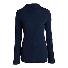 Raw endnings, a short turtle neck and flared sleeves make this to a cool, dressed top.
