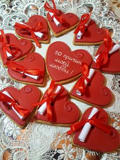 Learn how to make Easy Heart Shaped Valentines Day Sugar Cookies You'll Love. These will make really romantic treats or desserts for your boyfriend or even as gifts for your Mom, coworkers or friends! Valentines Day Cookies, Homemade Valentines, Valentine Cookies, Cookies For Kids, Fancy Cookies, Cute Cookies, Valentine's Day Sugar Cookies, Iced Cookies, Delicious Cookie Recipes