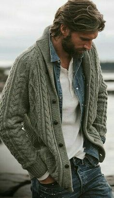 Such a great look. White henley denim shirt sweater and the bear Männerkleidung Look Fashion, Autumn Fashion, Fashion Outfits, Fashion Trends, Fashion Ideas, Fashion Shoes, Fashion 2016, Casual Outfits, Fashion For Men
