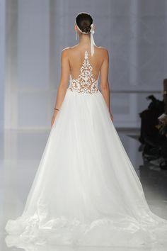@BCNbridalweek will have you in bridal heaven, especially Rosa Clara's collection! http://www.stylemepretty.com/2017/04/27/rosa-clara-barcelona-bridal-fashion-week-2017-2/ #sponsored
