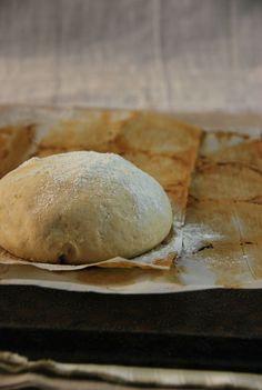 J'ai enfin fait ma pâte à pizza maison ! J'ai plutôt tendance à faire une pâte à tarte, mais je voulais tester LA vraie pâte à pizza...