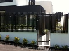 Front Yard Fence, Front Gates, Fence Gate, Entrance Gates, Fences, Stair Wall Lights, Gate Design, House Design, Contemporary Fencing
