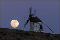 """The windmill's Moon """" Seen from the Canary Island of Fuerteventura, this bright Full Moon rose at sunset. Reaching its full phase on the night of January it was the first Full Moon of the new. Nasa Pictures, Astronomy Pictures, December Solstice, Winter Solstice, Full Moon Rising, Moon Rise, 3 Moon, Moon Images, Moon Photos"""