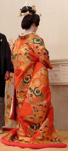 Traditional Wedding Kimono | The back of the heavily embroidered iro-uchikake is just as splendid ...