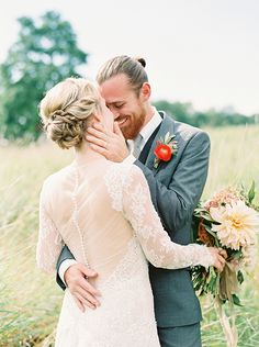 Colorful Summer Wedding Ideas featured on Magnolia Rouge. Photos by Lauren Fair Photography are a combination of film as well as digital photos edited with Mastin Labs Fuji 400H preset to match the film.