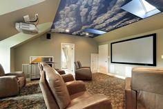 Heimmedien Zimmer mit individuellen Beige Leder Bequemsessel und Himmel Decke