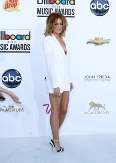 Miley Cyrus sleek new haircut