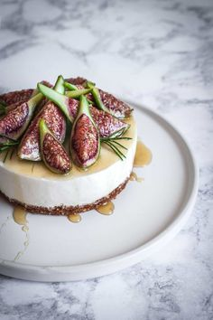 Honey Orange Cheesecake with Figs and Rosemary Almond Crust - The Floured Table Cheesecakes, Vegetarian Dim Sum, Layer Cheesecake, Fig Cake, Fall Cakes, Graham Cracker Crumbs, Fruit In Season, Sliced Almonds, Figs
