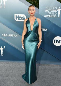 Scarlett Johansson at the 2020 SAG Awards Home Fashion, Beauty And Fashion, Jennifer Garner, Jennifer Aniston, Jennifer Lopez, Red Carpet Dresses, Blue Dresses, Formal Dresses, Celebrity Red Carpet