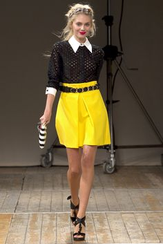 Moschino Cheap And Chic Spring 2011 Ready-to-Wear Fashion Show - Yasmina Muratovich Fashion Moda, I Love Fashion, Fashion Show, Fashion Design, Yellow Fashion, Fashion Black, Fashion Details, Moschino, Edgy Chic