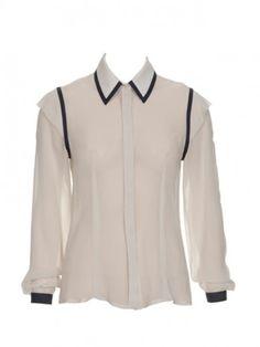 Recuperamos la moda mundana de los Años 20. Actualizamos el estilo en blanco y negro con detalles de contraste. El resultado es una colección de pura elegancia, para el día y para la noche