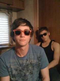 asdkfjaskdjf;alksjfd this is so cute. Logan Lerman + Jake Abel.