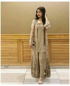 Pakistani Fashion Party Wear, Pakistani Dresses Casual, Indian Fashion Dresses, Pakistani Dress Design, Dress Indian Style, Indian Designer Outfits, Casual Dresses, Pakistani Gowns, Women's Casual