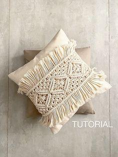 Macrame Wall Hanging Patterns, Macrame Art, Macrame Design, Macrame Projects, Macrame Patterns, Micro Macrame, Cushion Tutorial, Diy Cushion, Pillow Tutorial