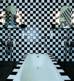 """1984 Andree Putman's bold checkerboard bathroom design for Morgans Hotel in New York in 1984 is credited with helping create the concept of the """"boutique hotel. Art Deco Bathroom, Bathroom Interior, Bathroom Designs, Bathroom Vintage, Bathroom Colors, Nyc Hotels, Black White, Black Swan, Damier"""