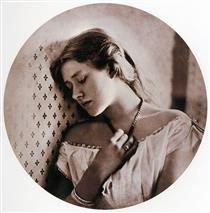 [Artwork of the week] Ellen Terry at Age Sixteen 1864 by Julia Margaret Cameron (carbon print, negative cm x cm, The J. Paul Getty Museum, Los Angeles) Julia Margaret Cameron's work is discussed in Module Nineteenth Century Art by Dr. Old Portraits, Celebrity Portraits, Charles Darwin, History Of Photography, Vintage Photography, Victorian Photography, Photography Career, Photography Styles, Photography Projects