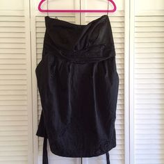 Strapless dress Black strapless dress. It has a sweetheart neckline. Ties at the back of the waist. It has pockets! Very flattering style. Marked as 22W. Fits 18/20. I'm 5'7. Snap Dresses Strapless