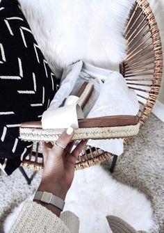 Tiffany Jais Houston fashion and lifestyle blogger of Flaunt and Center   Houston fashion blogger   white slides   2017 summer fashion trends