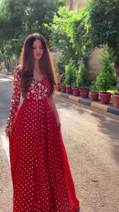 Party Wear Indian Dresses, Designer Party Wear Dresses, Indian Gowns Dresses, Indian Bridal Outfits, Kurti Designs Party Wear, Dress Indian Style, Indian Fashion Dresses, Indian Designer Outfits, Long Dress Design