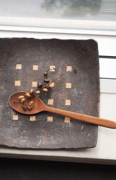 高須愛子「鉄錆四角抜き文平皿」の商品詳細ページです