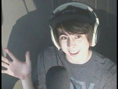 Calvin Vail (LeafyIsHere) he's so cute ❤️ Calvin Vail, Top Youtubers, Leafy Is Here, Daddy Aesthetic, Funny Memes, Hilarious, Dream Boy, Eye Strain, I Give Up
