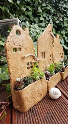 clay pottery Houses with garden / Sellers goods Jolousek, Pottery Houses, Ceramic Houses, Ceramic Clay, Ceramic Bowls, Hand Built Pottery, Slab Pottery, Ceramic Pottery, Pottery Art, Thrown Pottery
