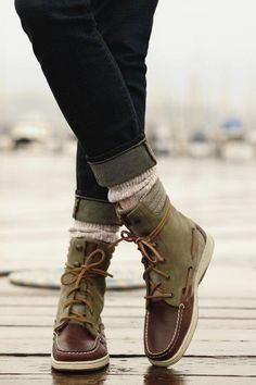 Love the socks peeping out between boots & jeans. Wonder if this could look good with my ropers