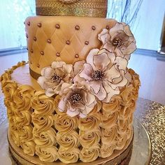 I looooooooooooove this gold  white wedding cake with the always elegant open roses edged in metallic gold. This photo was posted with a lovely review from a very sweet customer! I'm so grateful for my customers! They are the sweetest   #Kelsiecakes #sugarflowers #gumpasteflowers #weddinginspiration #caketopper #weddingcaketopper #weddingflowers #cakesofig #flowerstagram #cakeart #edibleart #etsy #etsyshop #etsyfinds #etsywedding #etsysellersofinstagram #tampabay #supportart #shophandmade…