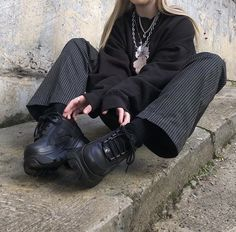 Swaggy Outfits, Edgy Outfits, Mode Outfits, Grunge Outfits, Girl Outfits, Fashion Outfits, 90s Outfit, Black Outfits, Winter Outfits