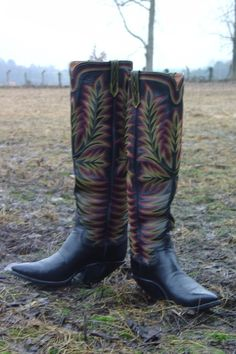 Some classic Paul Bond tall tops. Look at those heels. Custom Cowboy Boots, Custom Boots, Western Wear, Western Boots, Buckaroo Boots, Shoemaking, Cool Boots, Dress With Boots, Lei