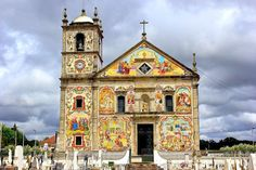 Os 7 painéis de azulejos mais bonitos de Portugal | VortexMag Spain And Portugal, Portugal Travel, Cathedral Church, Classical Architecture, What A Wonderful World, Historical Sites, Natural Wonders, Wonders Of The World, House Styles