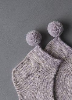 Valentine's Day Thrum Mittens – Interests Knitting Patterns Free, Knit Patterns, Free Knitting, Knitting Socks, Baby Knitting, Knit Socks, Make Your Own Shoes, Knit Art, Pom Pom Maker