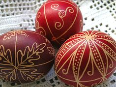 Make fun on Easter Holiday with Egg Art and Craft Projects Easter Egg Art and Craft Projects are craft ideas, Easter activities, Easter decorations. Easy Craft Projects, Arts And Crafts Projects, Easter Arts And Crafts, Greek Easter, Easter Egg Designs, Ukrainian Easter Eggs, Diy Ostern, Easter Traditions, Coloring Easter Eggs