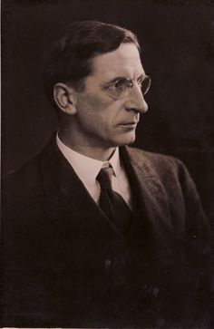 Today we remember Éamon de Valera, born on this day 1882. Having Commanded Volunteers in the Easter Rising, Éamon de Valera went on to become one of Ireland's most significant politicians, leading the country as Taoiseach and President.