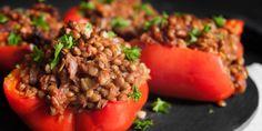 Deze gevulde paprika's zijn het perfecte recept om eens van vlees af te stappen en voor een vegetarisch recept te kiezen. Makkelijk, snel en mega voe...
