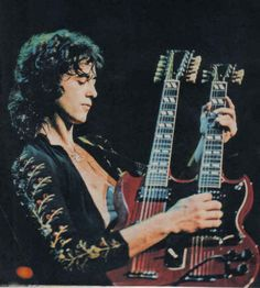 Jimmy Page playing double-neck guitar he used in Led Zeppelin song 'Stairway to Heaven' Pink Floyd, Robert Plant Led Zeppelin, Great Bands, Cool Bands, Rock N Roll, Jimi Hendricks, John Bonham, Greatest Rock Bands, We Will Rock You