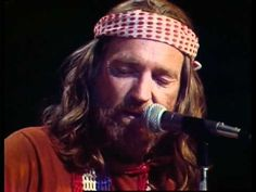 WiLLiE NELSON Blue Eyes Crying in the Rain (Live Midnight Special 1975)