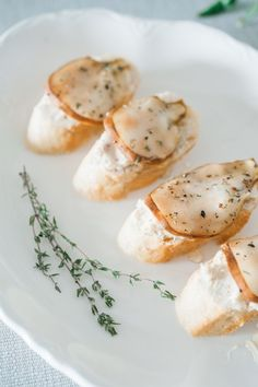 A sophisticated recipe for pear honey and thyme crostinis that will surely please a crowd!