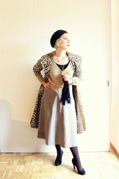 How to Wear Vintage | Leopard print coat, black beret, tone on tone neutral beige and a statement necklace | from The Freelancer's Fashionblog