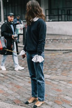 22 Casual Friday Outfits That Still Feel Stylish Who What Wear casual friday outfits - Casual Outfit Street Looks, Look Street Style, Fashion Week, Look Fashion, Winter Fashion, Catwalk Fashion, Denim Fashion, Latest Fashion, Fashion Outfits