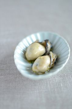 Oiled oysters 牡蠣のオイル漬け