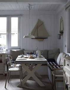 Small dining area with table, benches and table decoration ideas