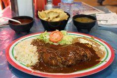 """Dish.0013""""Pollo de Mole"""" 入国する前からメキシコに「チョコレート料理」があるということは知っていた。「モーレ」と呼ばれるソースには唐辛子、玉ねぎ、ニンニク等20種類以上の材料の他にメキシコ産のカカオを加えて..."""