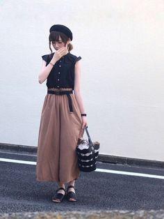 メガネしてるの珍しいヨ。 伊達メガネですヨ。 視力は右も左も1.5あります☺ 学生時代は2.5ずつあ Midi Skirt, Normcore, Female, Skirts, How To Wear, Pants, Outfits, Vintage, Summer