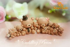 *CLAY ~ cuddling bears for Kristin Polymer Clay Figures, Cute Polymer Clay, Polymer Clay Animals, Cute Clay, Polymer Clay Miniatures, Fimo Clay, Polymer Clay Projects, Polymer Clay Charms, Polymer Clay Creations