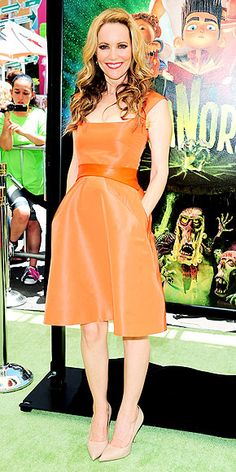 Leslie Mann in bright sashed Monique Lhuillier
