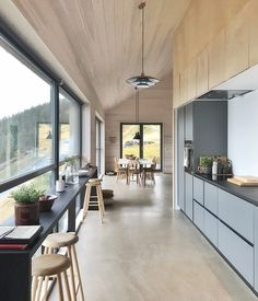 Our cabin rentals in Norway come in all shapes and sizes. They reflect the ideology and taste behind the visionaries who make them come to life - rent them ! Modern Cabin Interior, Modern Barn House, Tiny House Loft, Cozy House, Norway House, Boutique Homes, Cabin Interiors, Room Planning, House In The Woods