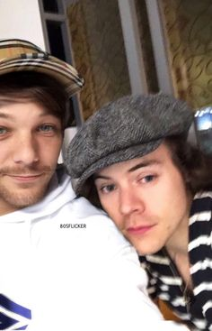 Manips // lwt+hes (Em Revisão) - My man👬 - Página 2 - Wattpad Larry Stylinson, Louis Y Harry, Louis Tomlinsom, One Direction Harry, One Direction Pictures, Direction Quotes, Larry Shippers, Foto Real, Harry Styles Pictures