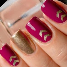 Say Yes to the Single Chevs! Perfect Mani by @sprinklenails❤️ ~~ Staggered Chevron #NailVinyls www.snailvinyls.com